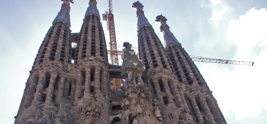 35-Barcelona Sagrada Familia 870x405