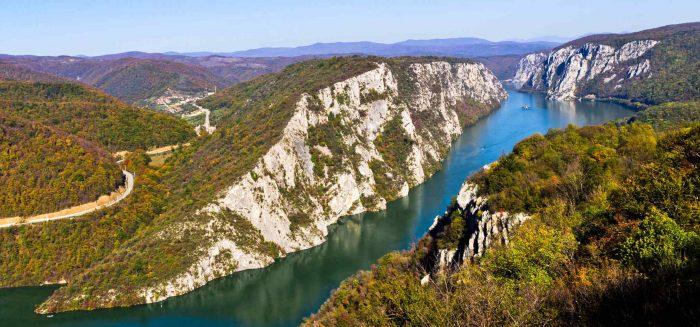 die Kliffe am Fluss Danube