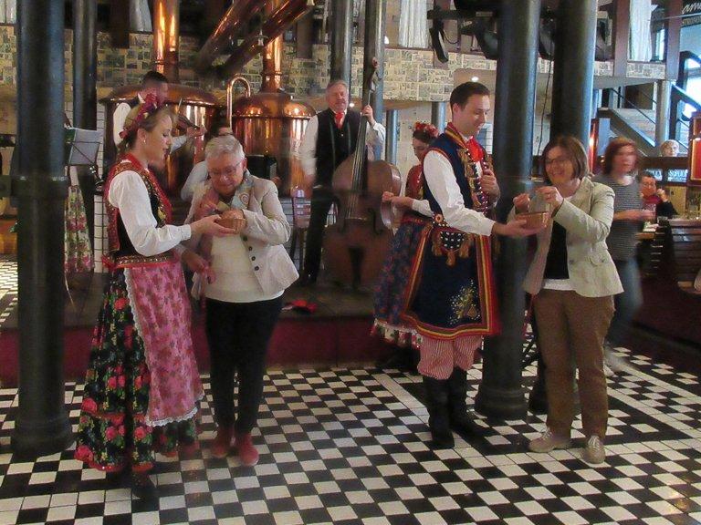 beileger_Seidenstraße_tag5_wFolklore Tanz in