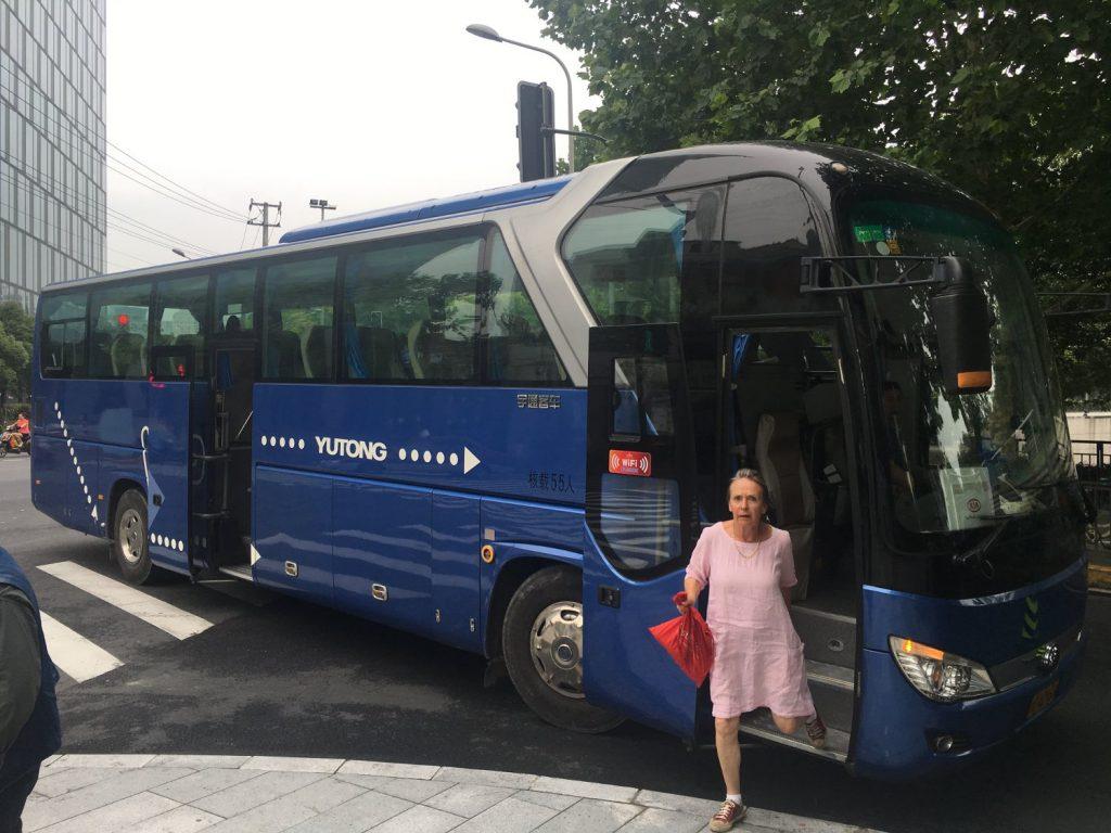 Bild 1 Unser Bus in Shanghai (Thomas Peters)