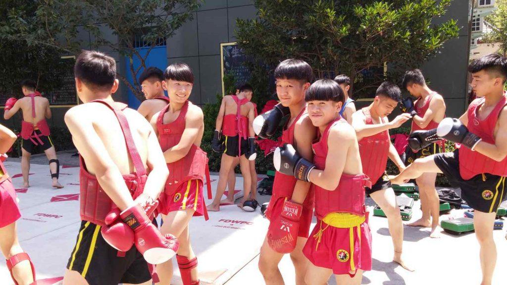Schüler beim Boxtraining (Angelika Holtz)