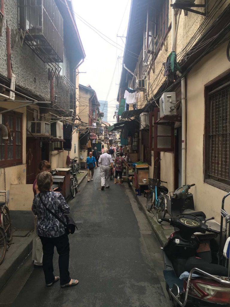 Durch die alten Gassen von Shanghai (Thomas Peters)