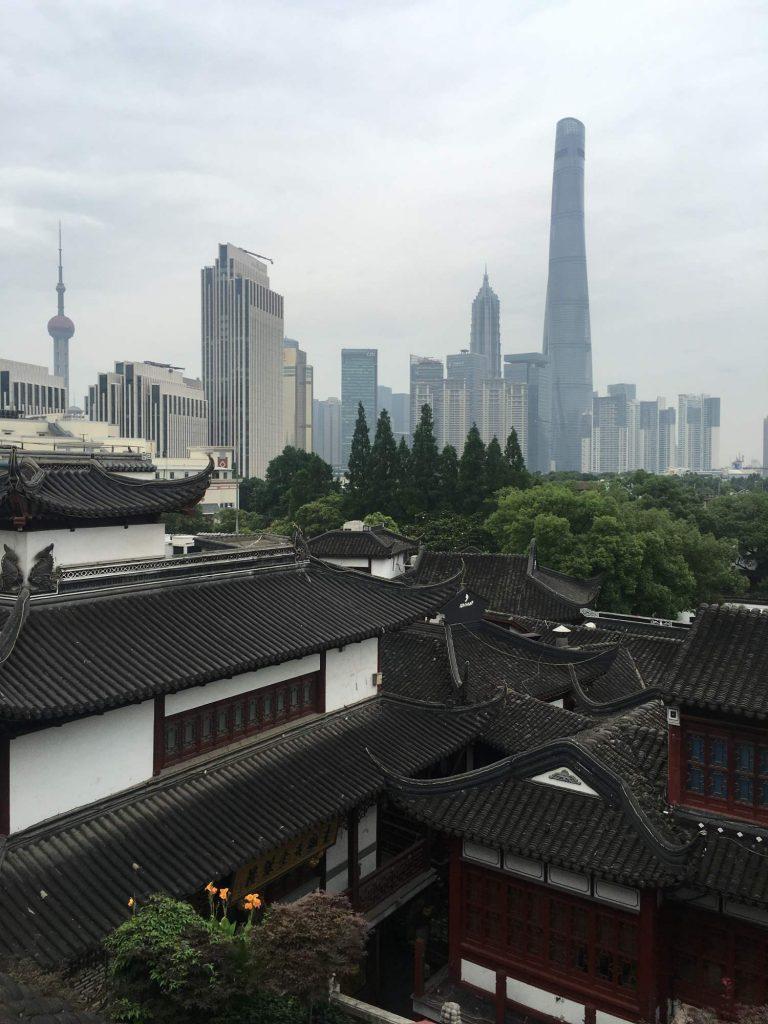 Zwei Welten aus zwei Jahrhunderten in Shanghai Foto (Thomas Peters)Thomas Peters