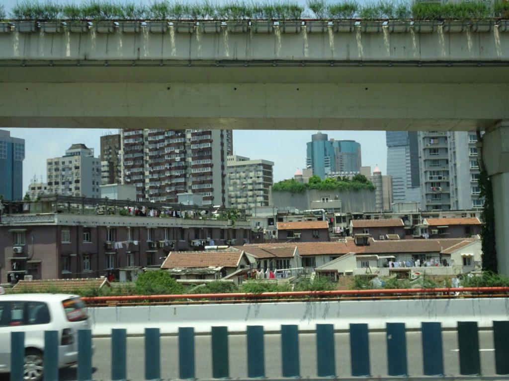Kleine Wohnviertel zwischen den Hochhäusern ( Annette Boeddinghaus)
