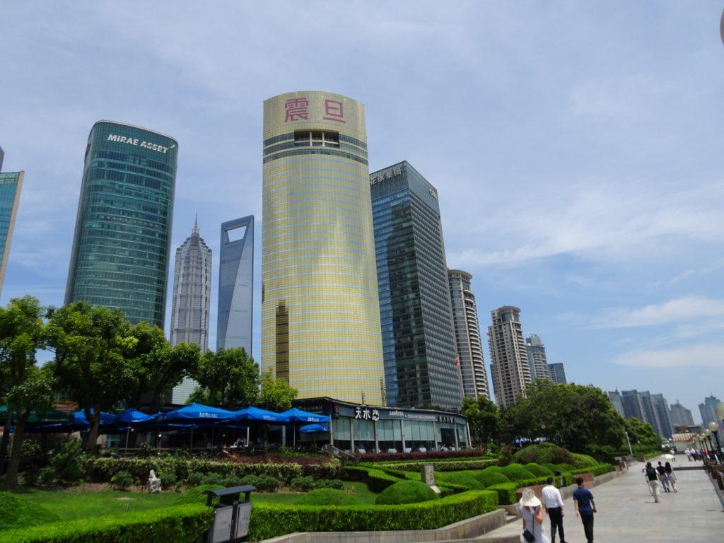 Riesige Wolkenkratzer in Shanghai (Annnette Boeddinghaus)