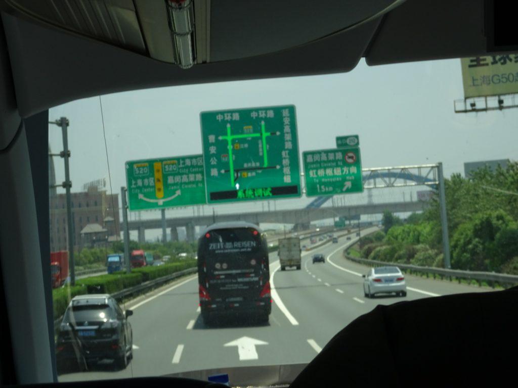 Mitten in Shanghai (Annette Boeddigshaus)
