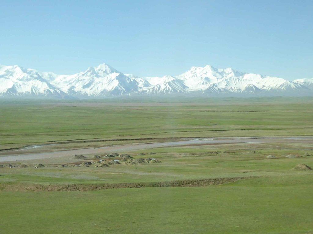 Grüne Wiesen in Kirgistan (Dirk Schröder)