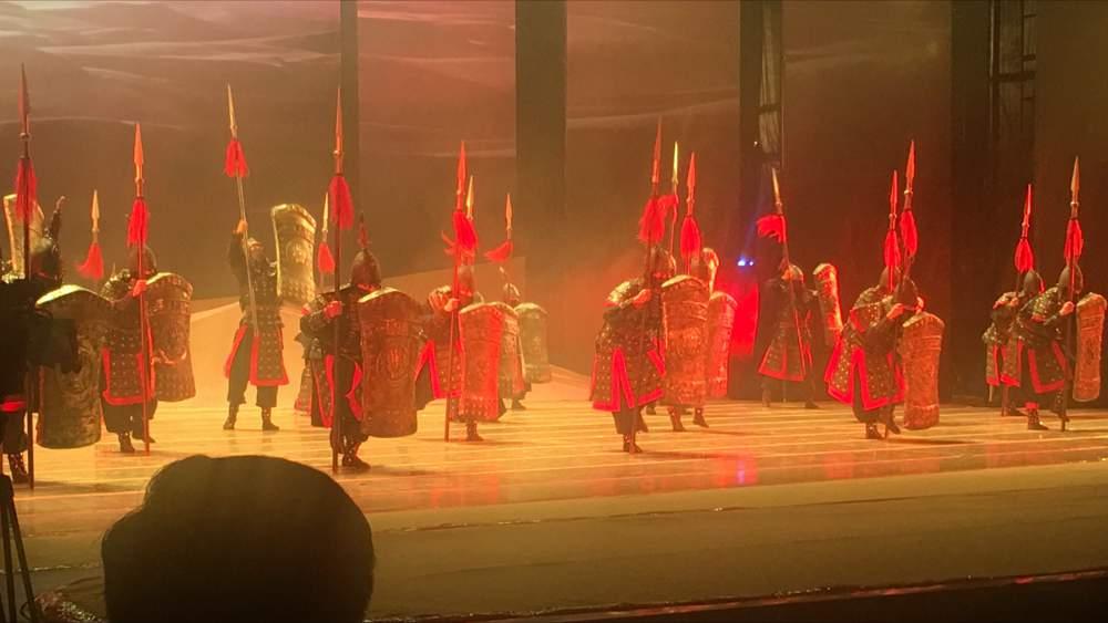 Ein Fest der farben und der Choreografie ( Thomas Peters)