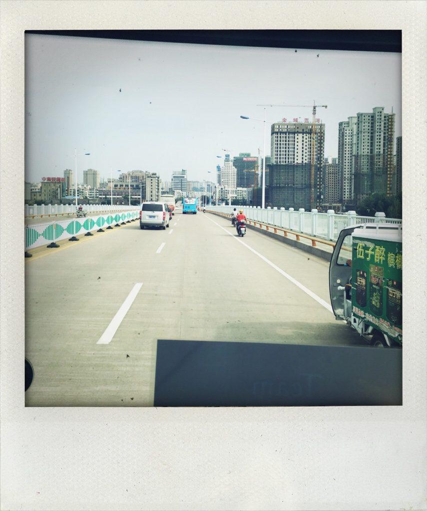 Fahrt über die Brücke über den Huai in Bengbu (Tomas Kaiser)