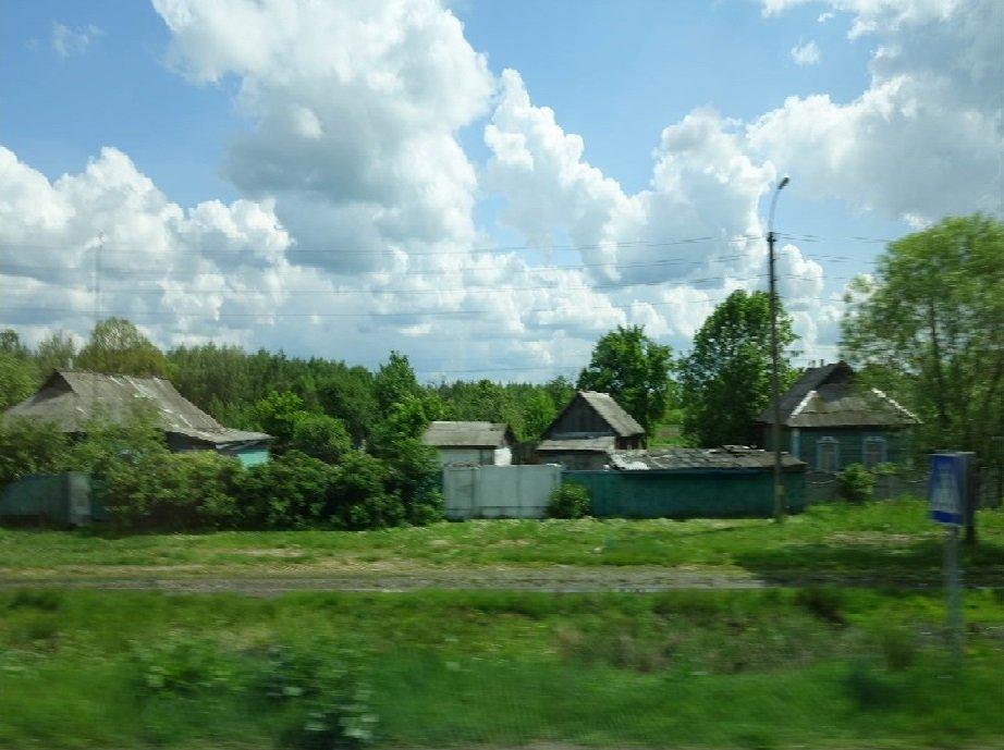 Blick aus dem Bus auf die Landstraßen Weißrusslands