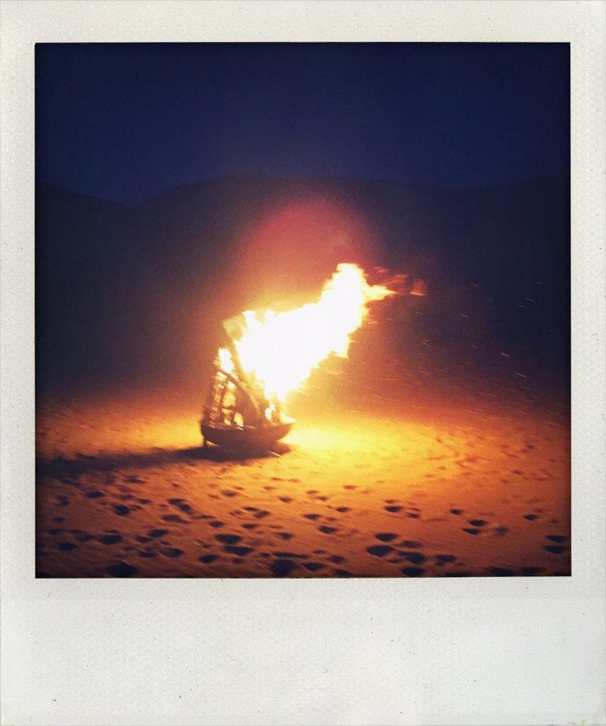 Nächtliches Lagerfeuer in der Wüste (Tomas Kaiser)