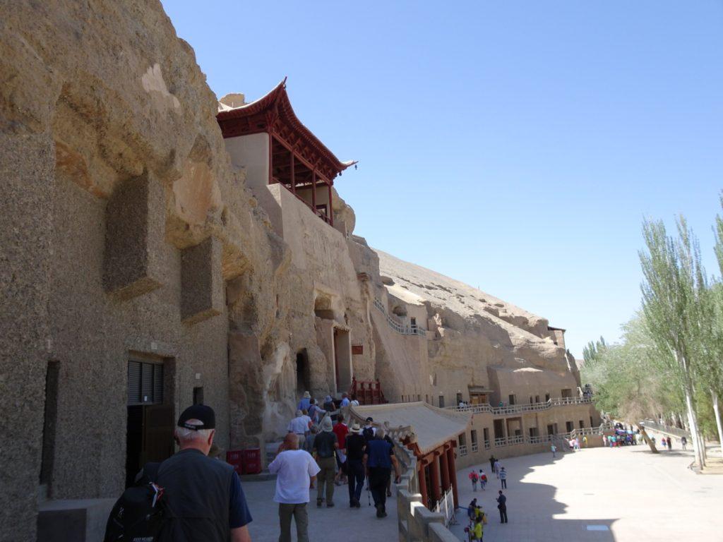 Die Mogao-Grotten von Außen ( Annette Böddinghaus)