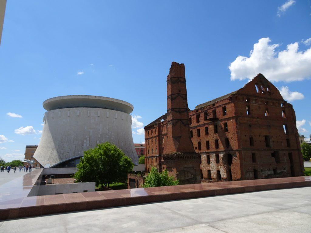 das panoramamuseum mit der Ruine der Roten Mühle (Anette Böddinghaus)