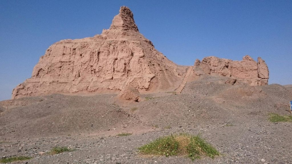 Reste einer Stupa in Subashi (Adolf Quintus Stracke)