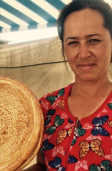 Tag 24 Broteinkauf auf der Fahrt ins Fergana-Tal