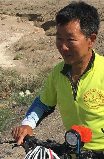 31. Tag: Bei den Tausend-Budda-Höhlen von Kizil treffen wir den 25000km-Radfahrer (Thomas Peters)