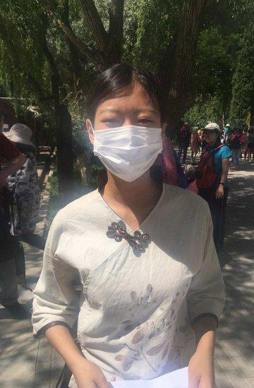38. tag: Der Mundschutz - immer wieder anzutreffen hier in Jinyuguan an der Burg (Thomas Peters)