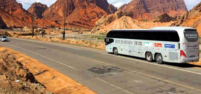 ZEIT REISEN Bus in der Wüste