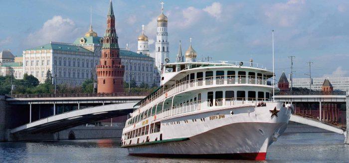 Volga Dream auf See
