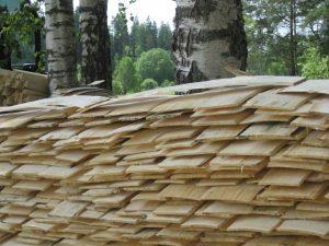 Tagesproduktion eines Schindelmachers in Litauen (Waltraut Mayer)