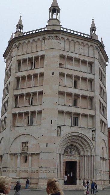 Baptisterium aus dem 12. Jahrhundert in Parma