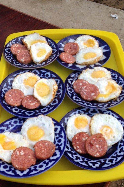 Frühstück auf der Betonterrasse
