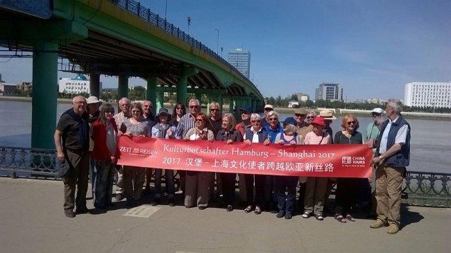 Gruppenbild unter der Kontinentalbrücke