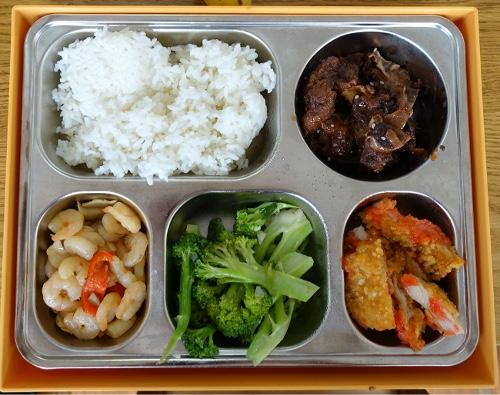 : Essen aus der Box: In der Kantine von BSH wurde uns eine leckere Mahlzeit serviert (Klaus Köhler)