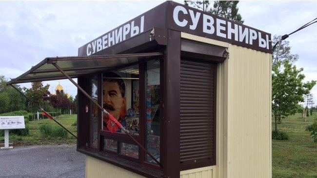 Kisok am Straßenrand, Stalin ist immernoch präsent (Michael Thumann)