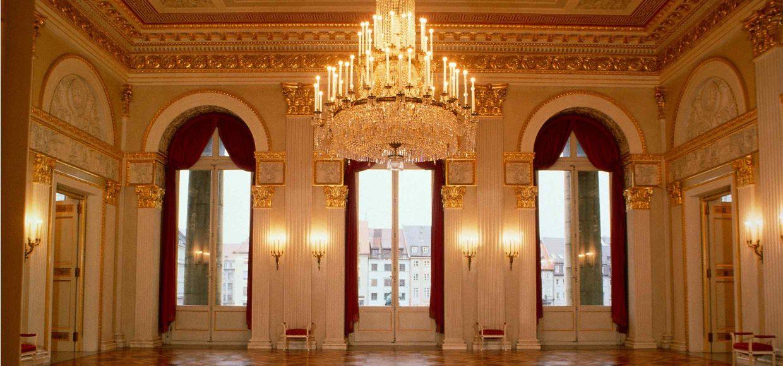 3._Koenigssaal_c__Wilfried_Hoesl__Bayerische_Staatsoper (2)