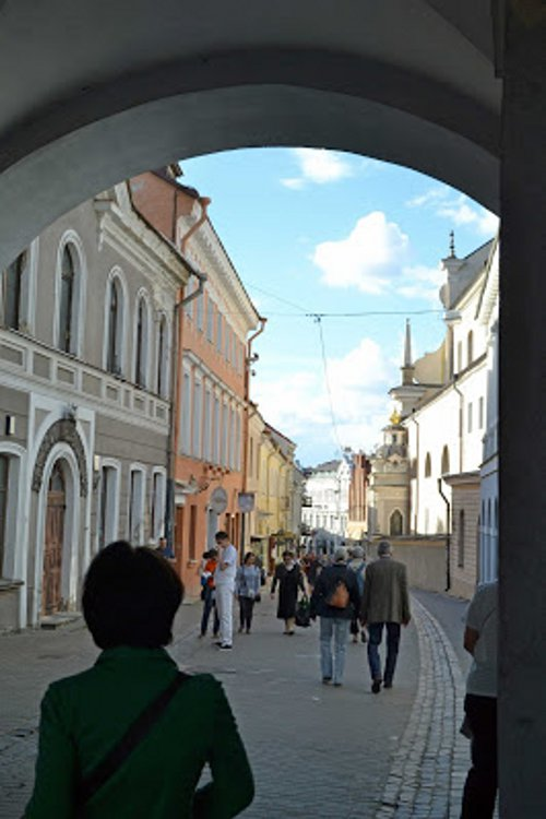 Blick durch das Tor in die Altstadt