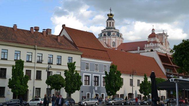 ... von jedem Platz in Vilnius sieht man mindestens drei Kirchen