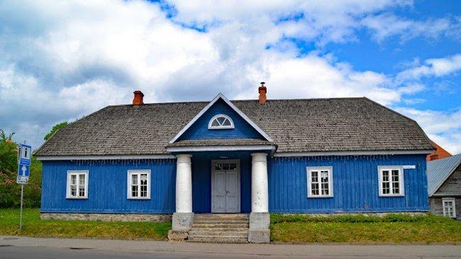 Holzhäuser im nordischen Stil in Trakai