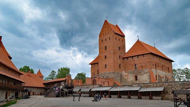 Im Innenhof, die Burg ist ein Museum und bietet eine interessante Ausstellung zur Geschichte