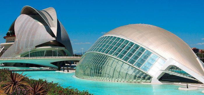 Valencia_Stadt_752_01_2480x940 (c) Rbrucew Dreamstime.com