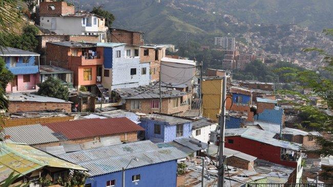 Blick über die Häuser der Comuna 13 in Medellín