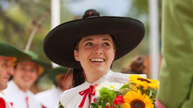 Die Vielfalt der traditionellen Trachten präsentieren einen unschätzbaren Reichtum der Südtiroler Kultur