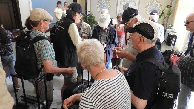 Kultur-Botschafter treffen im Hotel ein: WLAN-Schlüssel vor Zimmer-Schlüssel…