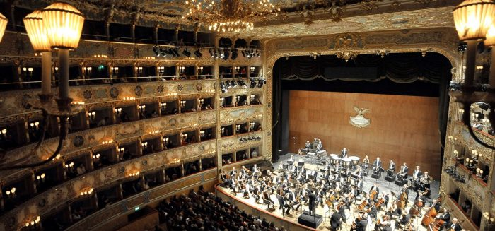 ITA_060_Silvester in Venedig_Poppe_Teatro La Fenice Innen_Fondazione Teatro La Fenice Michele Crosera_Aufmacher