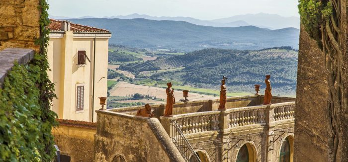 image of the historic center of Marina Marittima with the Tuscan countryside in the background