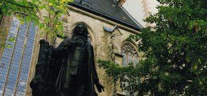 029_Online_Leipzig Bachdenkmal und Thomaskirche (c) LTM_Andreas Schmidt