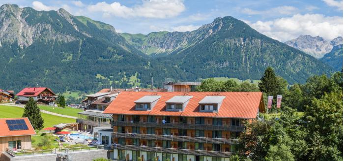 Aufmacher_316_Naturbadesee_vor_dem_hotel(c)Marc_Vogel