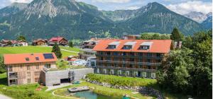 Slider1_316_Naturbadesee_vor_dem_hotel(c)Marc_Vogel